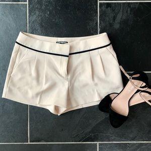 Express Light pink/black shorts